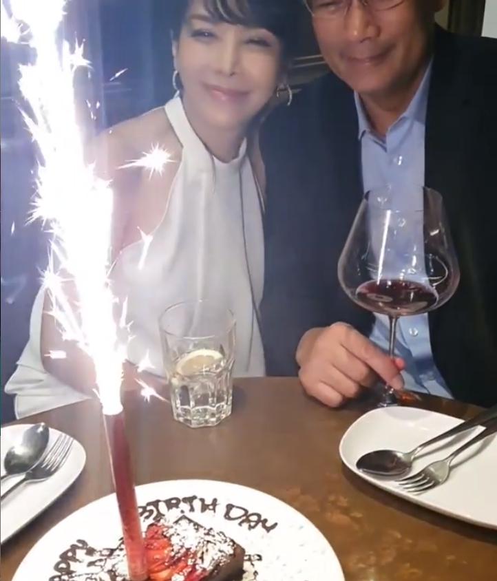 ส่อง ตั๊ก มยุรา จุ๊บอวยพรวันเกิดสามี หวานมาก!! (ชมคลิป)