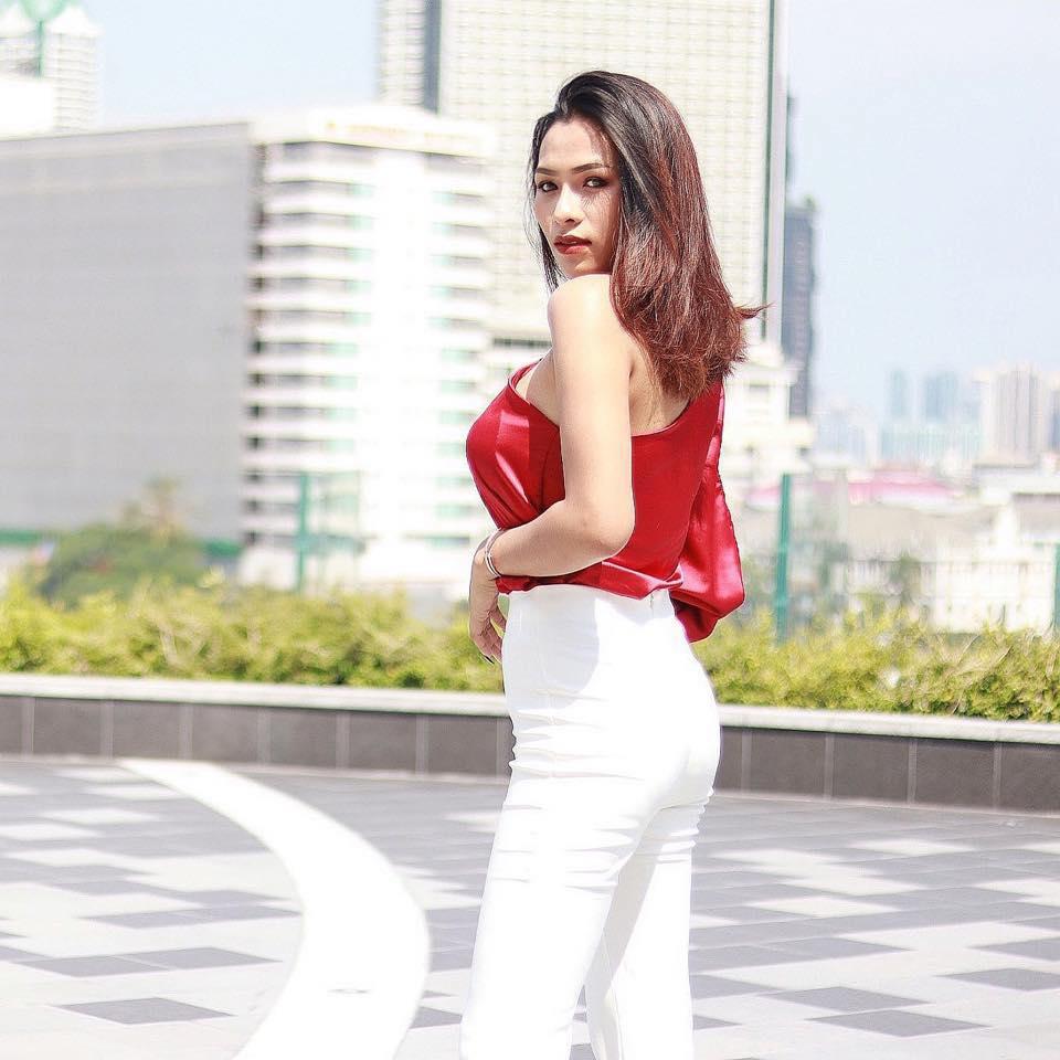 เปิดภาพ สาวเลี้ยงชาบูลุง รปภ. หลังคุณลุงยืนมองเธอกินนอกร้าน!!