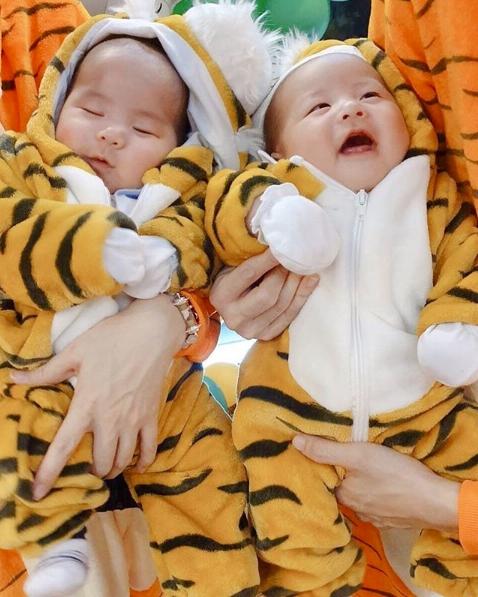 พ่อบีม แต่งตัวน้อง น้องธีร์ และ น้องพีร์ แปลงโฉมเป็นเสือน้อยน่ารักสุดๆ