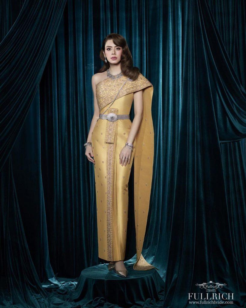 เอ๋ พรทิพย์ สวมชุดไทย 10 แบบสวยมาก