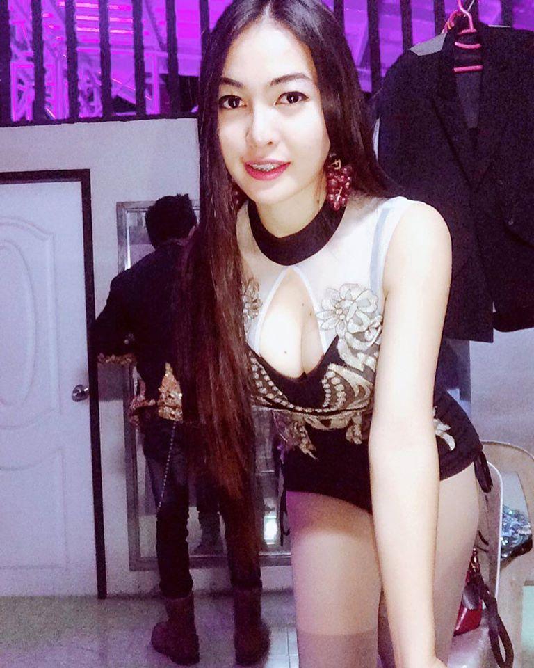อดีตนักฟุตบอลทีมชาติไทย ผันตัวเป็นนักร้องลูกทุ่งสาวสุดเซ็กซี่