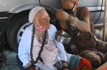 เปิดใจ ฤาษี ยอดกตัญญู เลี้ยงดูแม่วัย 92 ปี เผยสาเหตุนอนโลงปฏิบัติธรรม ไม่สนคนหาว่าบ้า