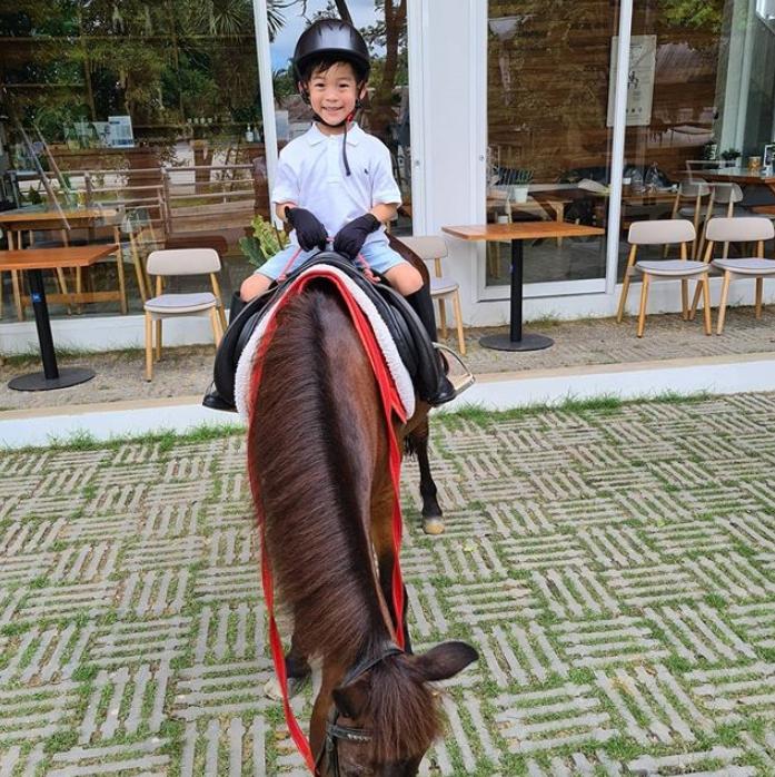 สุดภูมิใจ! น้องเรซซิ่ง ขี่ม้าท่าสวยมาก แพท ณปภา โพสต์คลิปลูกด้วย (ชมคลิป)