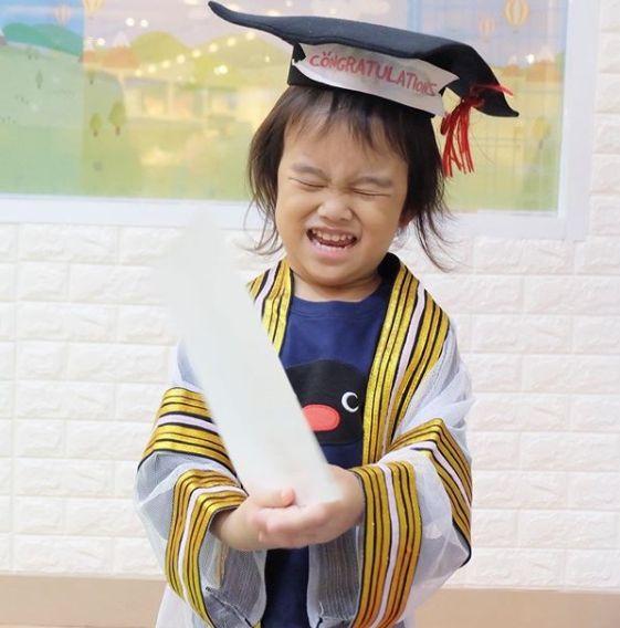 """ชาวเน็ตทักแรง!! """"กุญแจซอล"""" ในวันลูกชายเรียนจบ แต่ไร้เงา คุณตา-คุณยาย!!"""