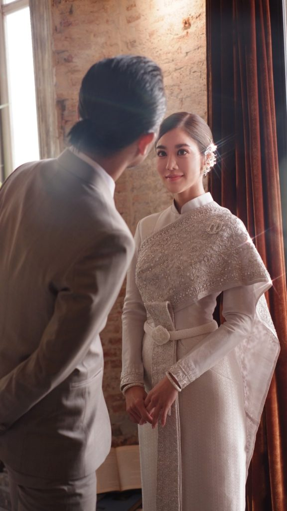 """เปิดความหมายที่ซ่อนอยู่ในชุดแต่งงาน """"ก้อย-ตูน""""!!"""