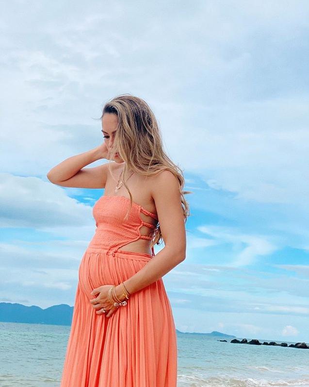 ว่าที่คุณแม่แซ่บมาก เทย่า ใส่บิกินี่อุ้มท้อง 6 เดือนกว่า ทำทะเลเดือด