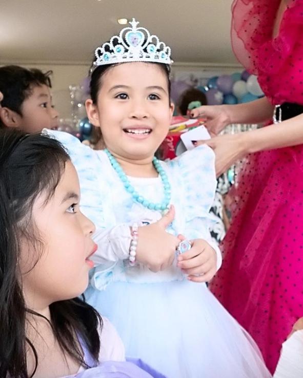 สุดอบอุ่น หนุ่ม-เมย์ จัดปาร์ตี้วันเกิด น้องมายู อายุ 6 ขวบ