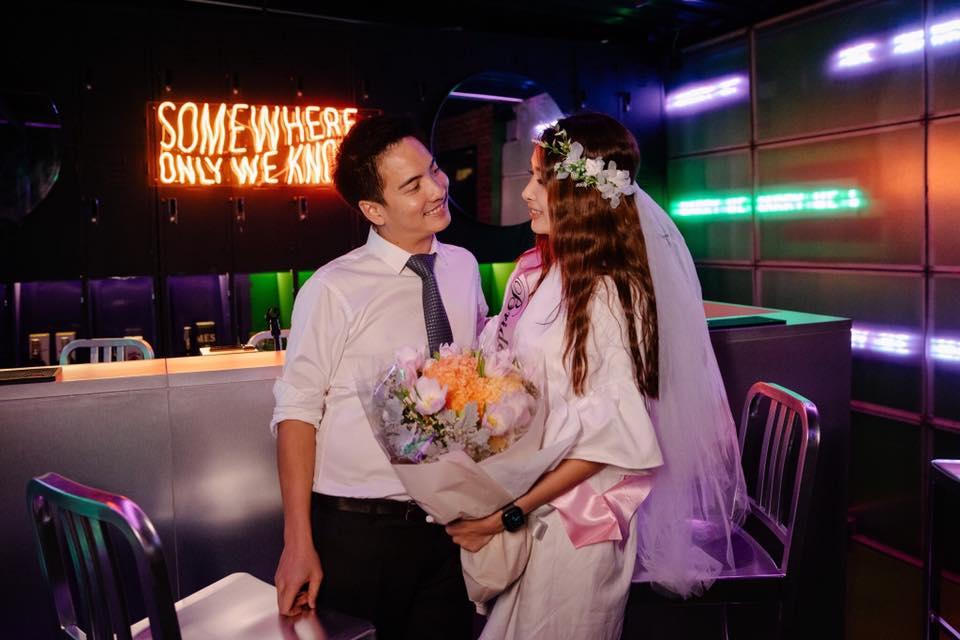 """เตรียมโบกมือลาสถานะแฟน """"ดิม tattoo colour"""" เซอร์ไพรส์ขอแฟนสาวนอกวงการแต่งงานในวันครบรอบ หลังปลูกต้นรักนาน 9 ปี"""